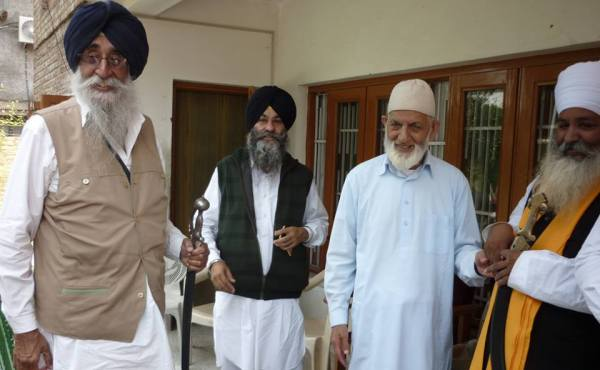 "Observe July 26 as ""Unity Day"": Geelani Urges facebook users to upload pro-freedom content"
